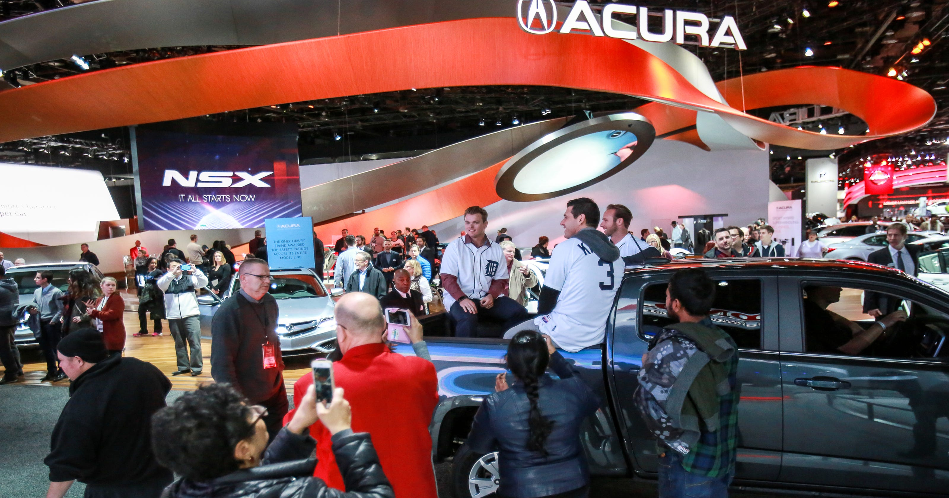Detroit Free Press Auto >> Attendance Up At This Year S Detroit Auto Show