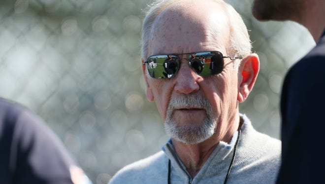 Detroit Tigers special assistant to the general manager Jim Leyland talks to players during spring training at Joker Marchant Stadium in Lakeland, Fla., on Feb. 26, 2016.