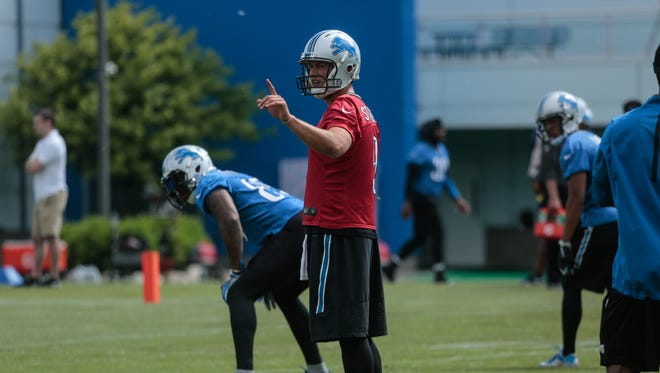Detroit Lions QB Matthew Stafford communicates with teammates during team practice at the Detroit Lions headquarters in Allen Park on Thursday, June 9, 2016.