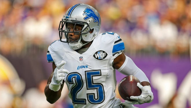 Nov 6, 2016; Minneapolis, MN, USA; Lions running back Theo Riddick rushes against the Minnesota Vikings in the first quarter at U.S. Bank Stadium.