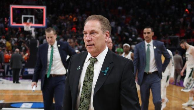 Michigan State coach Tom Izzo walks off the court after losing to Syracuse, 55-53, on Sunday at LCA.