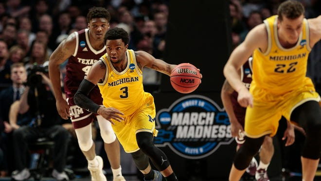 Michigan guard Zavier Simpson (3) dribble against Texas A&M during the first half of Sweet 16 of the NCAA tournament in Los Angeles on Thursday, March 22, 2018.