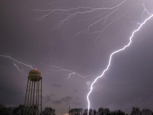 635735951432691465-lightning