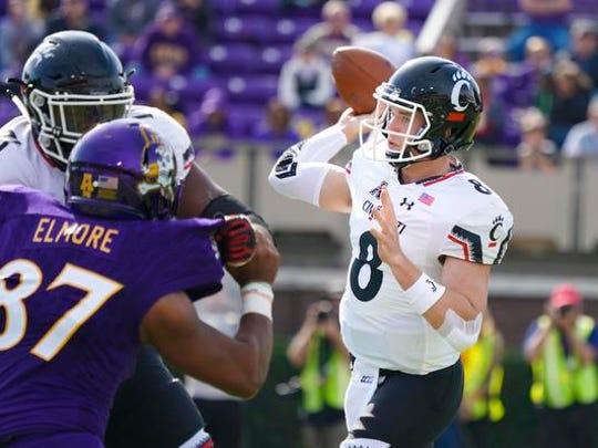 Cincinnati Bearcats quarterback Hayden Moore (8) throws