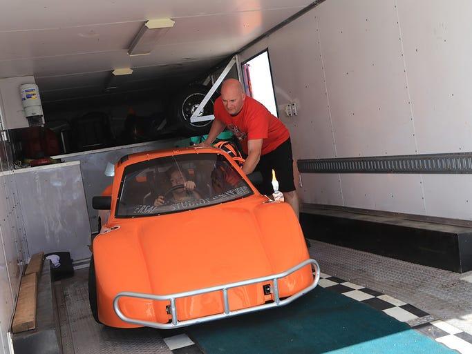 local 8 year old drives bandolero car at las vegas motor speedway. Black Bedroom Furniture Sets. Home Design Ideas