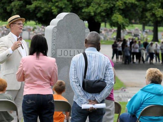IMG_BUC_Cemetery_Walk_in_1_1_FD4OCH4E.jpg_20130729.jpg