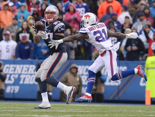 New England Patriots tight end Rob Gronkowski beat
