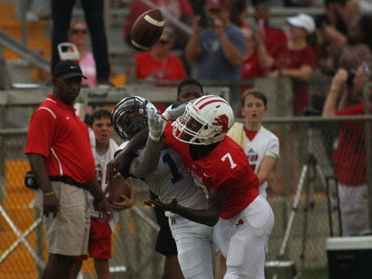 Leon's Faurat Mohammed breaks up a potential catch
