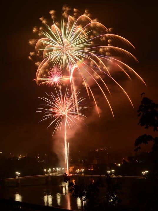 636032718631417664-14-zan-0705-stars-and-stripes-fireworks.JPG