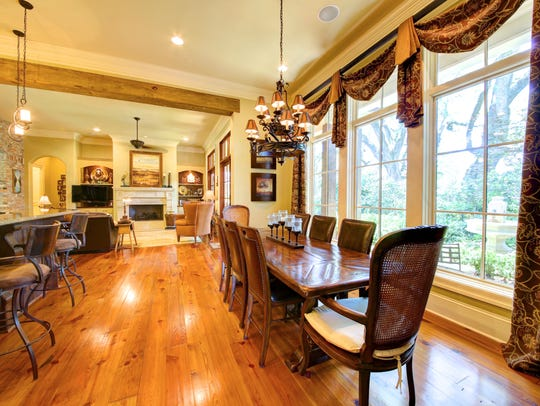 The dining and keeping area are perfect for family