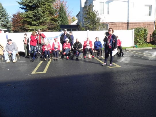 """Race director Chris Johnson introduces """"Rosie the Riveters"""""""