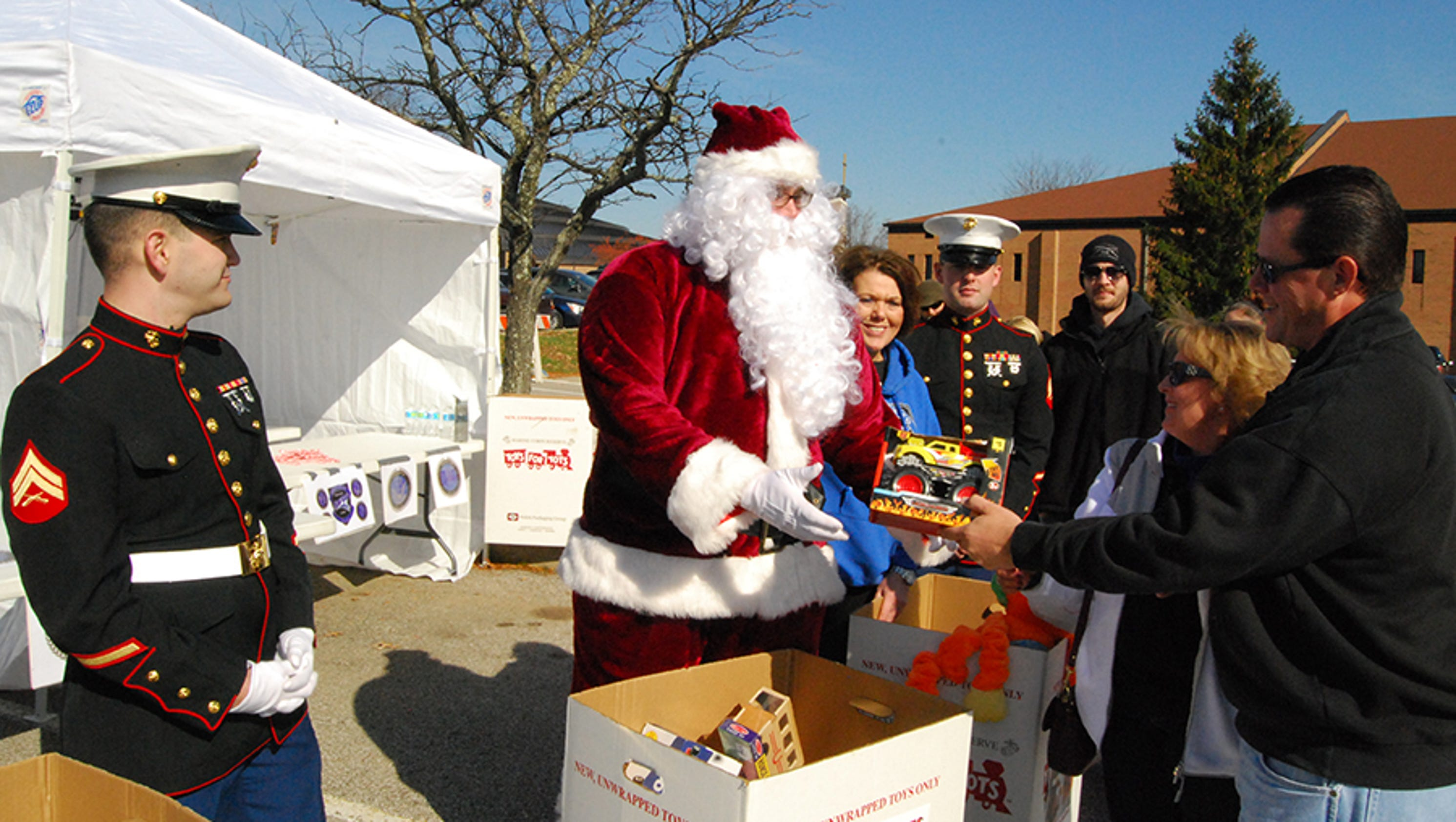 The Santa Clause 2 Toys For Tots : Marines santa team up for toys tots