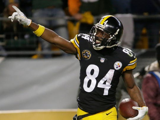 Pittsburgh Steelers wide receiver Antonio Brown celebrates his 33-yard TD reception during the fourth quarter of their game against the Green Bay Packers on Nov. 26, 2017.