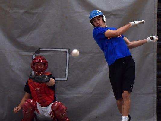 DCA 0402 sdoor baseball pract