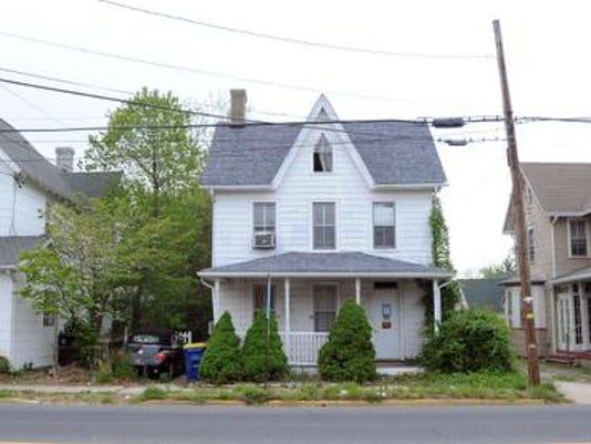 -042812-bradleyhouse-ge1.jpg20120428.jpg