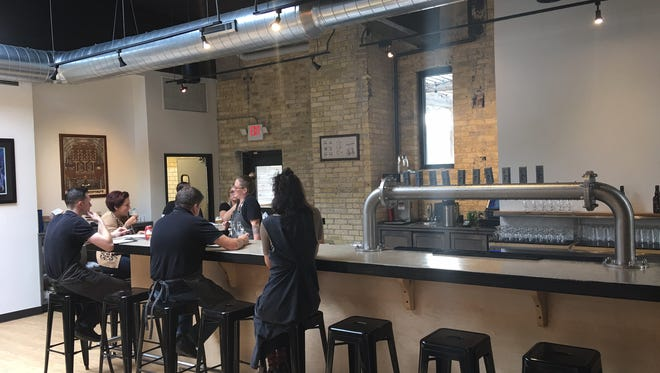Like Minds Craft Beer and Restaurant opens.