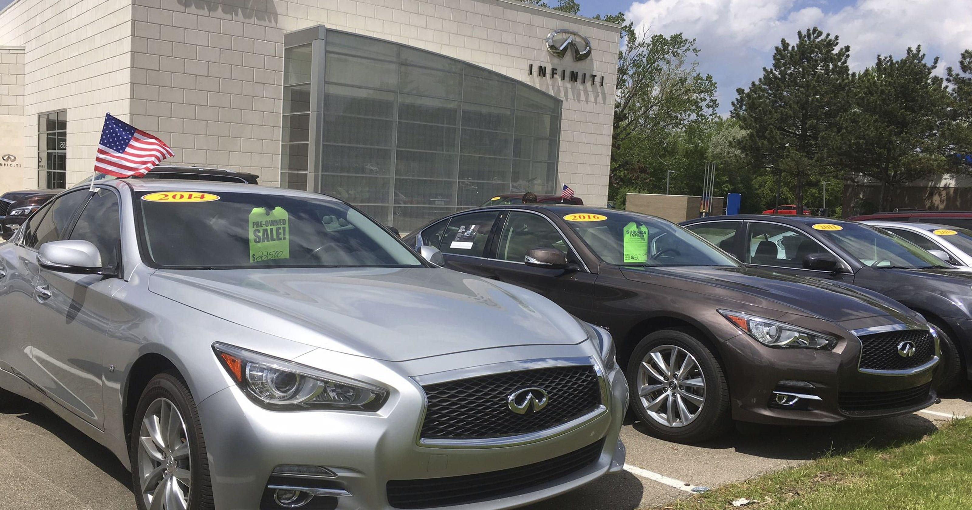 Off Lease Used Cars Are Flooding Market Pushing Prices Down