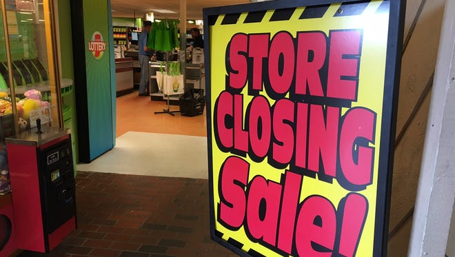 Store closing sign at Marsh Supermarkets on North Walnut Street in Muncie.