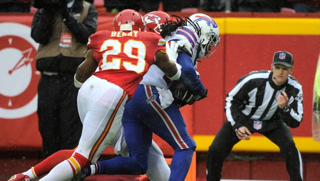 Bills wide receiver Sammy Watkins, front right, scores a touchdown against Kansas City Chiefs defensive back Eric Berry (29) and defensive back Sean Smith, rear, during the first half.