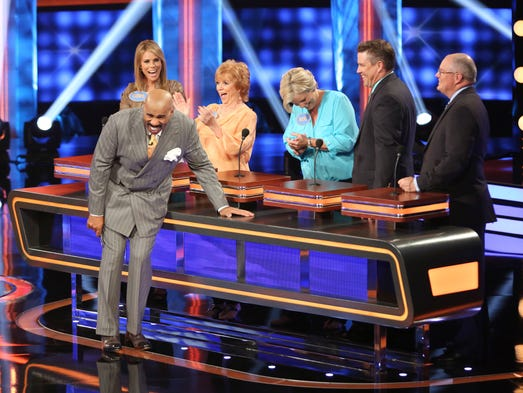"CELEBRITY FAMILY FEUD - ""Cheryl Hines vs Niecy Nash"