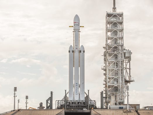 SpaceX's three-core, 27-engine Falcon Heavy launch