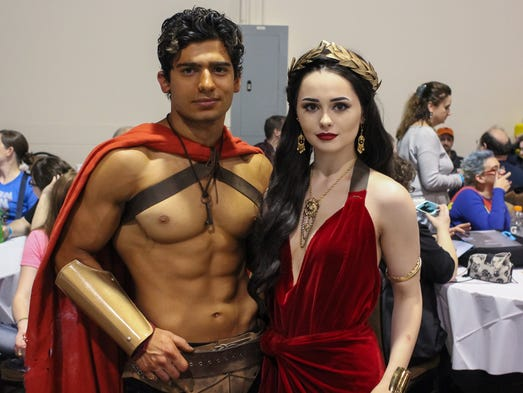 Fans Dress Up As King Leonidas And Queen Gorgo From