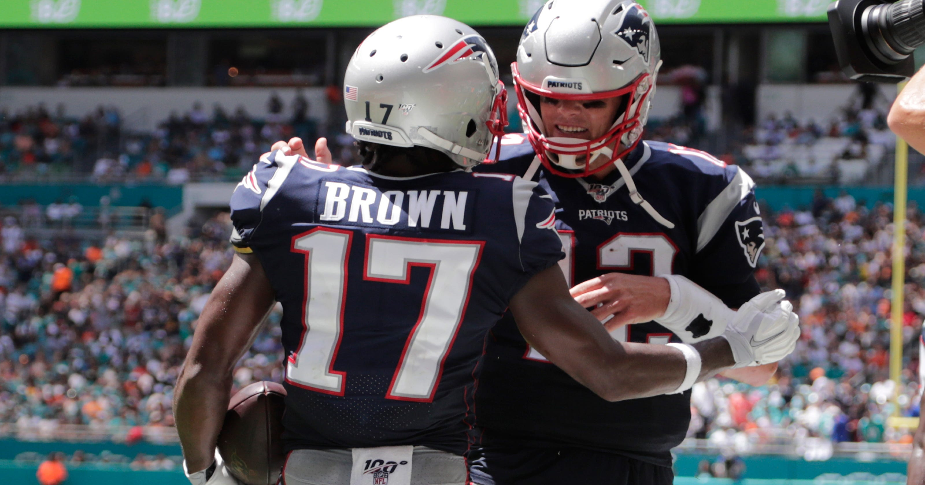 half off 63913 31f9e Paul Daugherty: Antonio Brown, New England Patriots, Reds ...