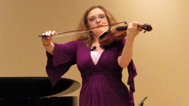 Cncert violinist Rachel Barton Pine performs during a master class at at Gail Borden Library in Elgin, Ill. , on April 3.