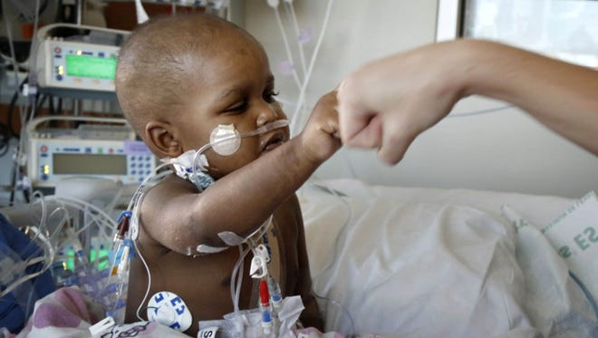 Late Saturday night, a team of experts transplanted a heart for Lyric Everhart, a 20-month-old Memphis girl who had been diagnosed with idiopathic dilated cardiomyopathy, or acute heart failure.