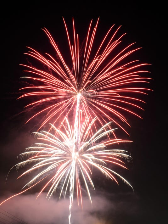-09 zan 0704 stars and stripes fireworks.JPG_20150707.jpg