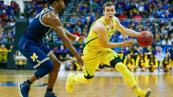 Mar 23, 2017; Kansas City, MO, USA; Oregon Ducks guard Casey Benson (2) dribbles the ball as Michigan Wolverines guard Derrick Walton Jr. (10) defends during the second half in the semifinals of the midwest Regional of the 2017 NCAA Tournament at Sprint Center. Oregon defeated Michigan 69-68. Mandatory Credit: Jay Biggerstaff-USA TODAY Sports