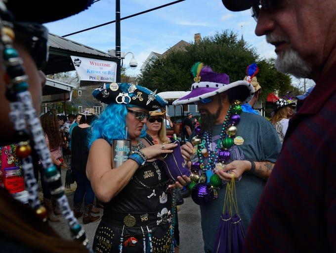 Michelle Gainey and John Jackson swap beads Sunday