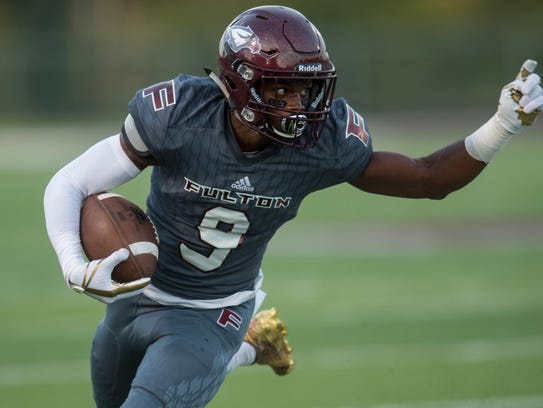 Fulton's Dorian Williamson (9) runs with the ball during