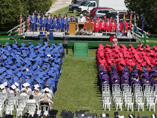 636007525940462485-she-n-Sheboygan-Graduation-0605-gk-39.JPG