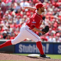 Cincinnati Reds relief pitcher Tony Cingrani (52) delivers to the plate during the game against the St. Louis Cardinals Sunday.
