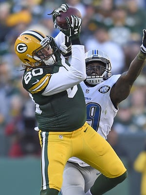 Green Bay Packers tight end Justin Perillo (80) makes a catch over the middle in the fourth quarter against the Detroit Lions at Lambeau Field November 15, 2015.