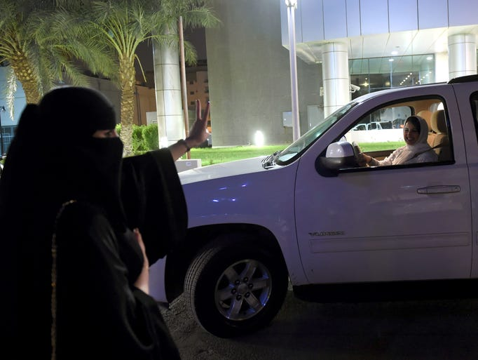 A Saudi woman flashes a sign of support to Samar Al-Moqren