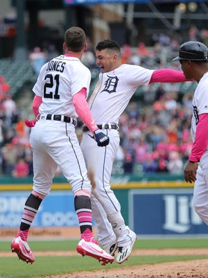JaCoby Jones, left, and shortstop Jose Iglesias, who hit the walk-off single, celebrate the 5-4 win over Seattle on Sunday.