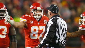 Kansas City Chiefs tight end Travis Kelce (87) was fined by the NFL for criticizing a referee after the team's loss to the Pittsburgh Steelers.