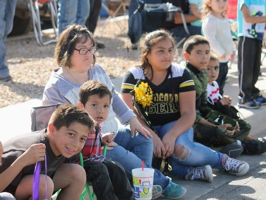 Hundreds of residents cheered on Alamogordo High School