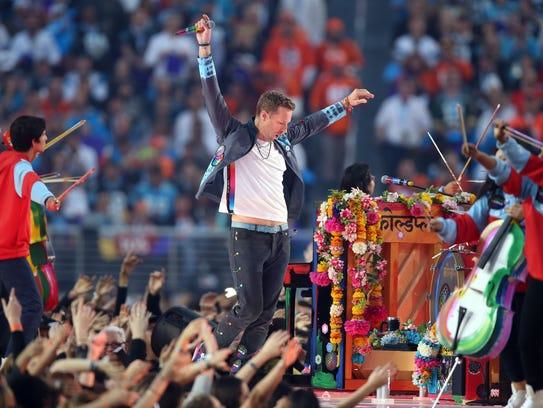 Feb 7, 2016; Santa Clara, CA, USA; Coldplay singer