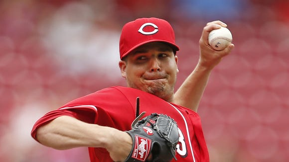 Cincinnati Reds relief pitcher Manny Parra (43) throws against the Chicago Cubs during the seventh inning.
