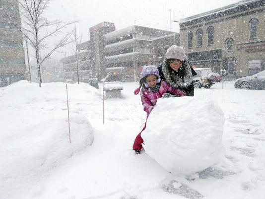 635900222491230805-APC-SnowStorm-020216-djp0244.jpg