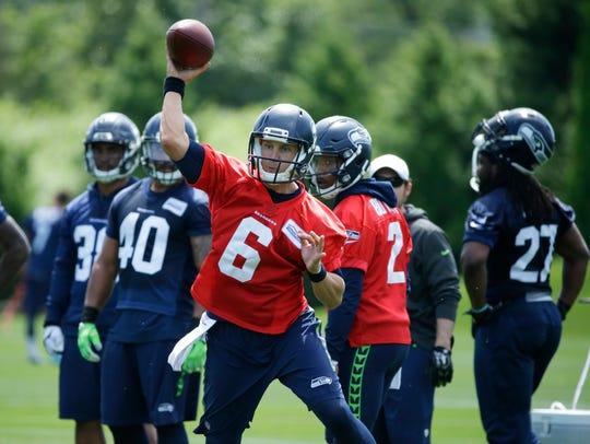 Austin Davis is practicing with the Seahawks after