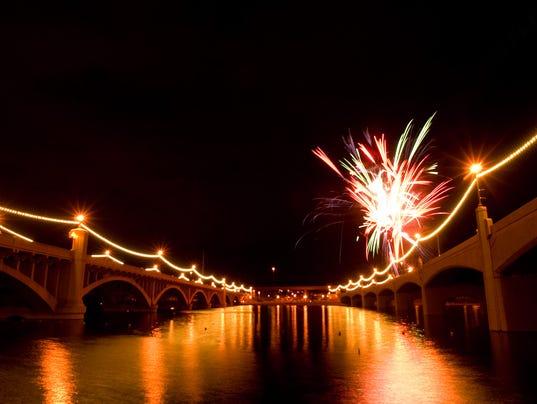 136480 tr-townlake0706 Fireworks Tempe Town Lake Fourth