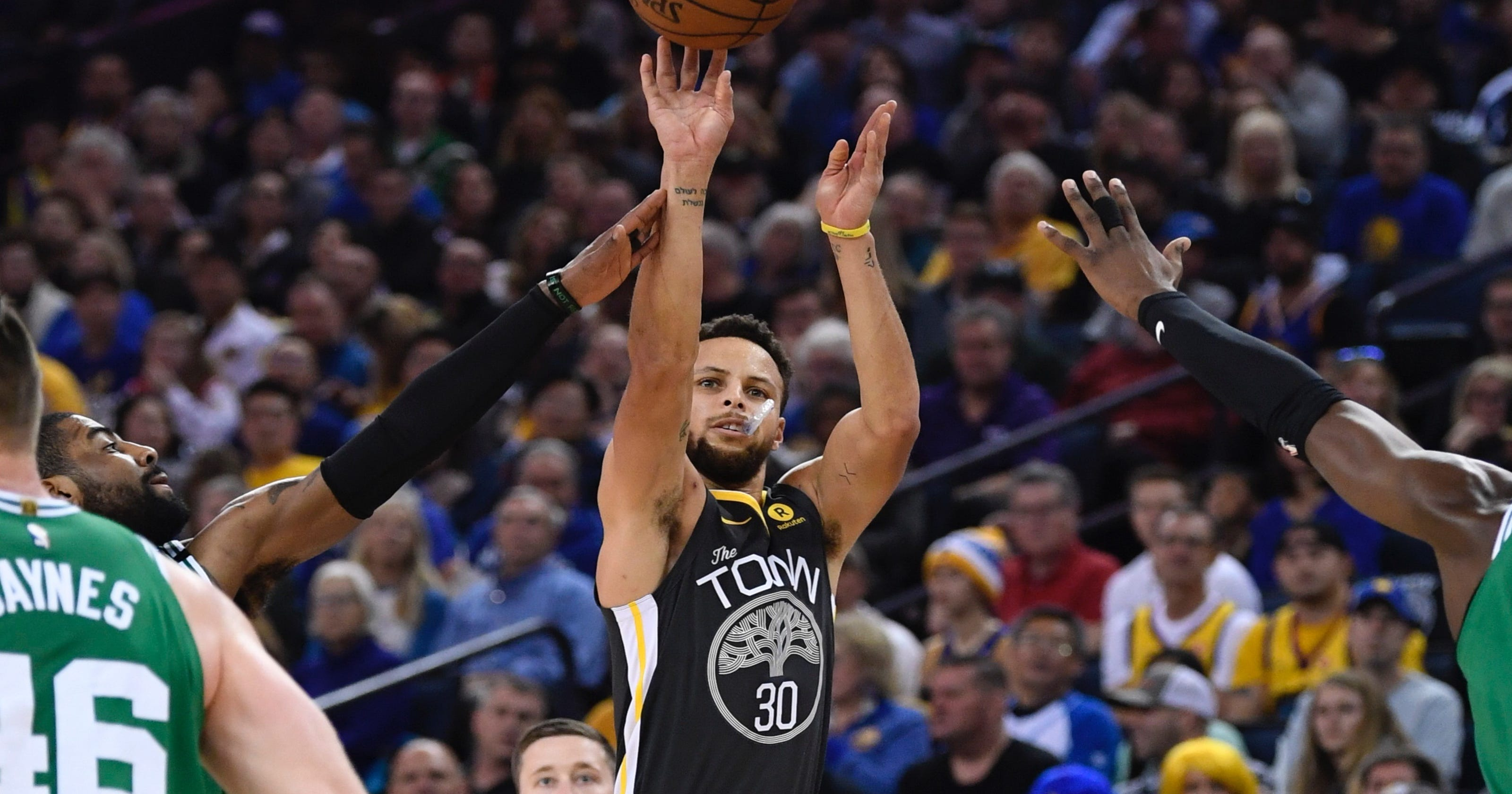 f98526a8018 Steph Curry outduels Kyrie Irving with 49 points as Warriors hold off  Celtics