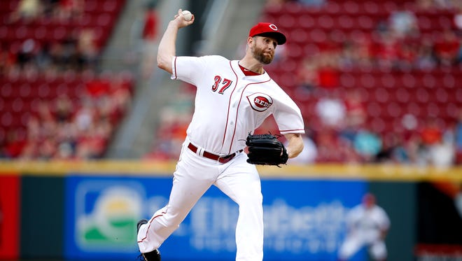 Cincinnati Reds starting pitcher Scott Feldman (37) throws to the Brewers in the first inning on April 14.