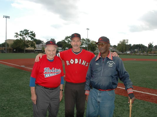 635772735537529991-New-Rochelle-Robins-Dick-Caswell-Mike-Mooney-and-Willie-Mack-at-last-year-s-alumni-game
