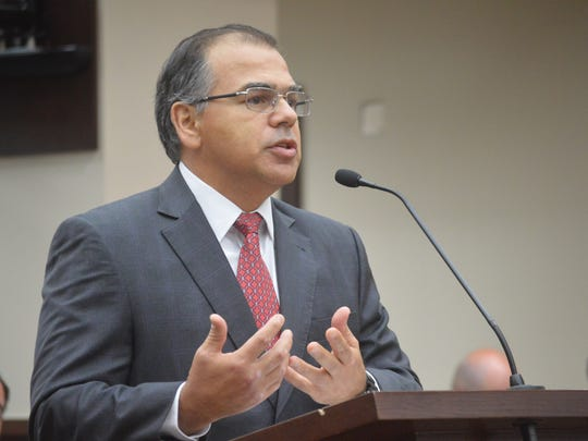 Former Florida Supreme Court Justice Raoul Cantero, representing the state Senate, argues his case Thursday before Circuit Judge Terry Lewis in the congressional redistricting dispute.