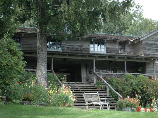 The Swag includes a collection of log cabins and buildings made of hand-hewn logs. Many of those logs were reused from 18th- and 19th-century buildings. The steps lead to the dogtrot porch of the main building called The Swag House.